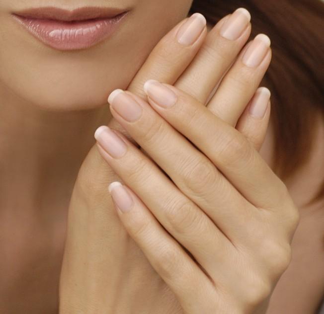 Consejos prácticos para el cuidado de uñas en verano | Mon Petit Salon